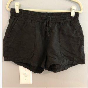 Three Dots black linen M shorts
